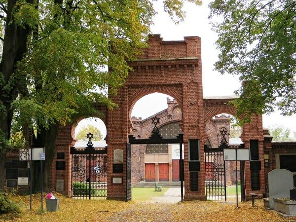 כניסה לבית קברות היהודי בלודז'