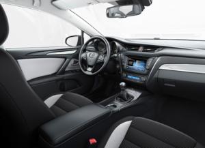 Toyota_Avensis_4
