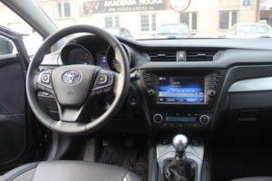 toyota avensis sedan (2)