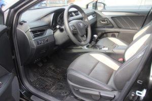toyota avensis sedan (5)